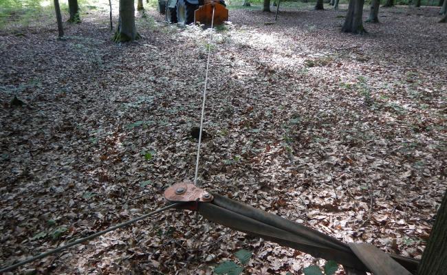 Kabel omleiden met katrol bij uitslepen van op vaste ruimingspiste