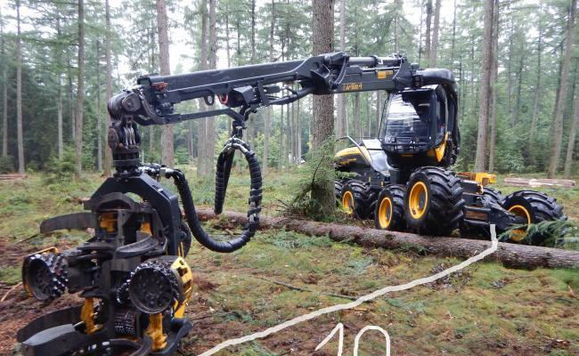 De kraanreikwijdte van de meeste harvesters is 10 meter vanaf het midden van de machine